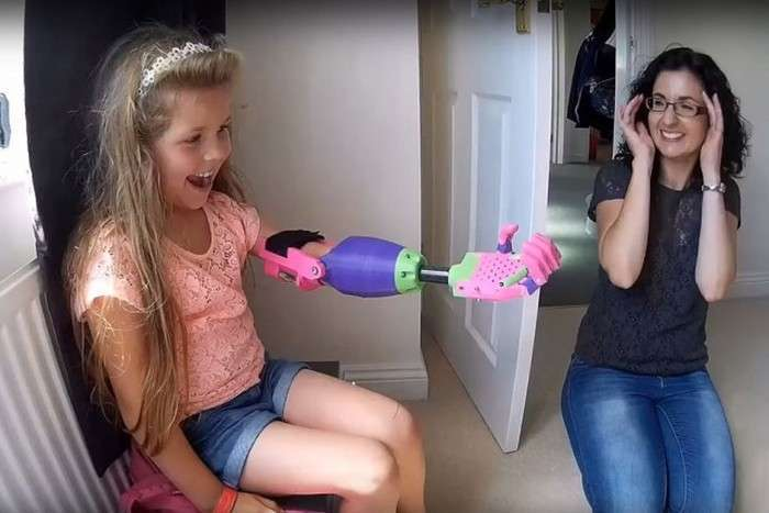 8-річна дівчинка-інвалід отримала дизайнерський 3D-протез (7 фото)