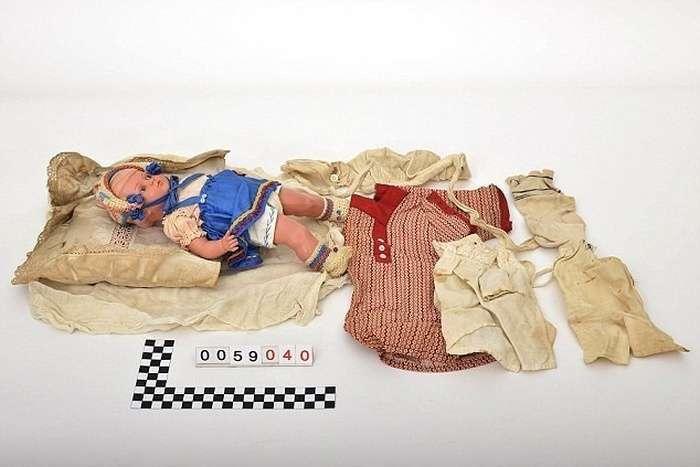 Пенсіонер знайшов речі своєї сімї, що пролежали на горищі з часів Другої світової війни (12 фото)