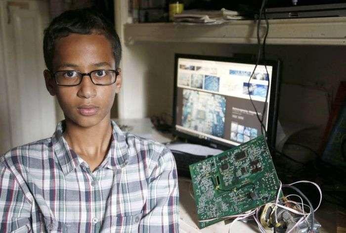 В США поліція заарештувала підлітка з-за саморобних годин, які прийняли за бомбу (3 фото)