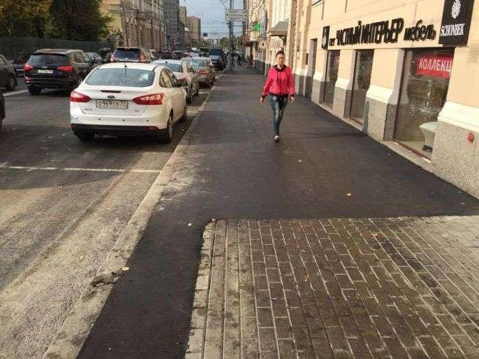 Абсурдний тротуарний ремонт в центрі Москви (4 фото)
