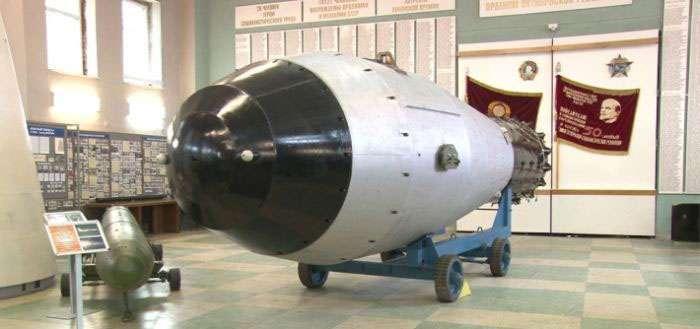 Копію найпотужнішою в світі ядерної бомби доставили в Москву (2 фото + відео)