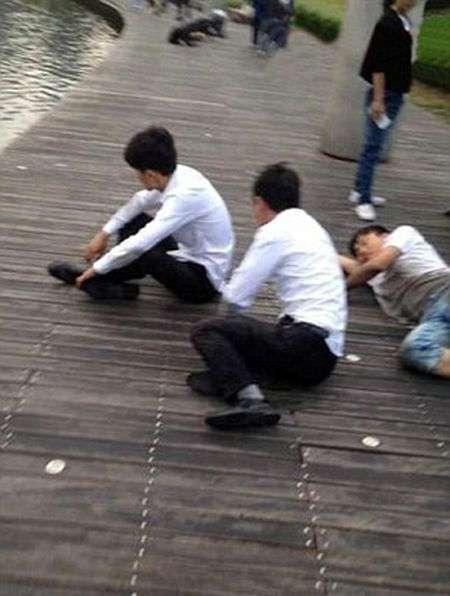 Принизливе покарання працівників в Китаї (5 фото)