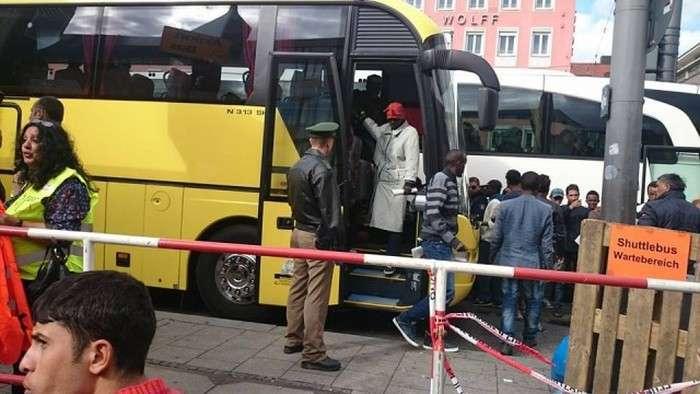 Що залишають після себе біженці в Європі (22 фото)
