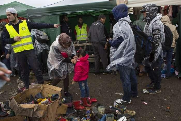 Тимчасовий притулок для біженців в Сербії (32 фото)