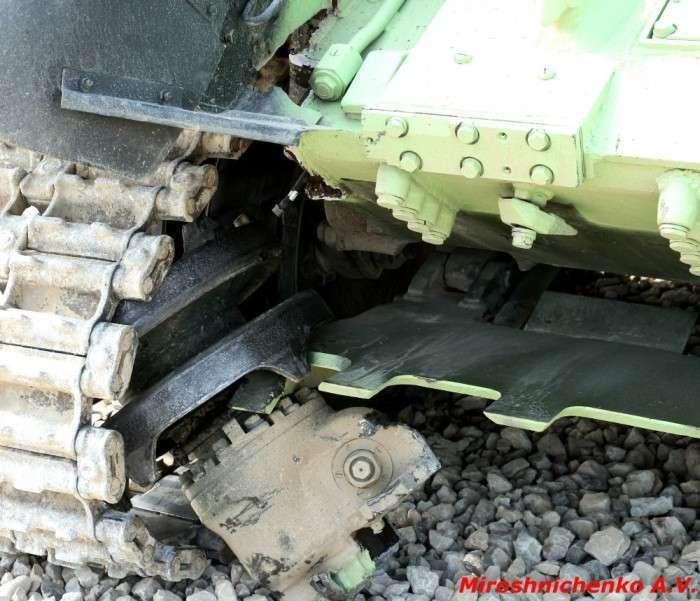 Наслідки удару танка про стіну (4 фото)