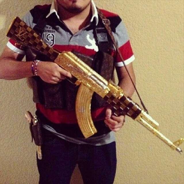 Розкішне життя мексиканських мафіозі на фото в Instagram (24 фото)