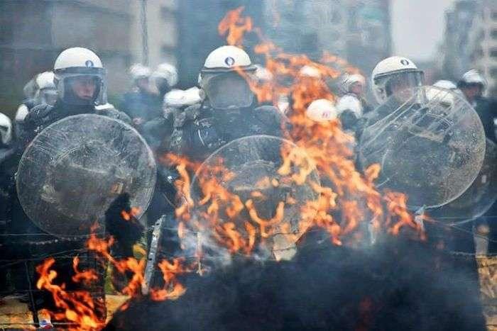 Фермери влаштували акцію протесту в Брюсселі (16 фото + відео)