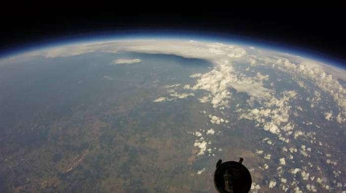 Запустили камеру на великому повітряній кулі (10 фото)