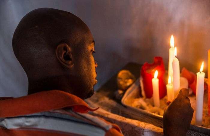 Церква-хатина у французькому таборі для біженців (21 фото)