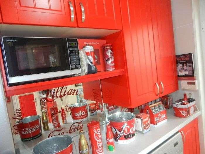 Ірландка перетворила свій будинок в «храм» Coca-Cola (7 фото)