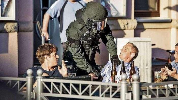 58-річному німцеві загрожує 3 роки вязниці за «зігу» (2 фото)