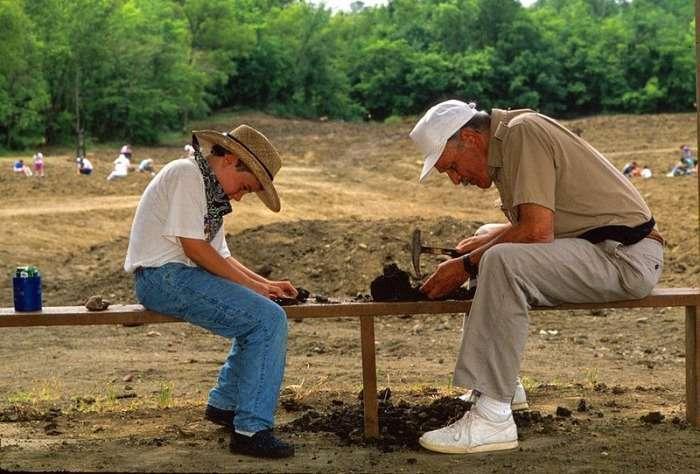 Алмазний кратер в Мерфрісборо, штат Арканзас, США. Все, що знайдеш - твоє (15 фото)