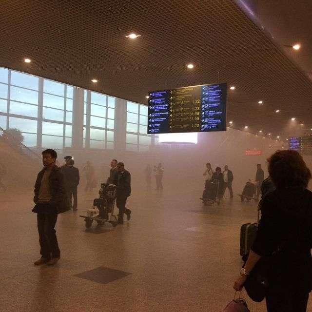 Через задимлення з «Домодєдово» евакуювали пасажирів та призупинили вильоти (10 фото)