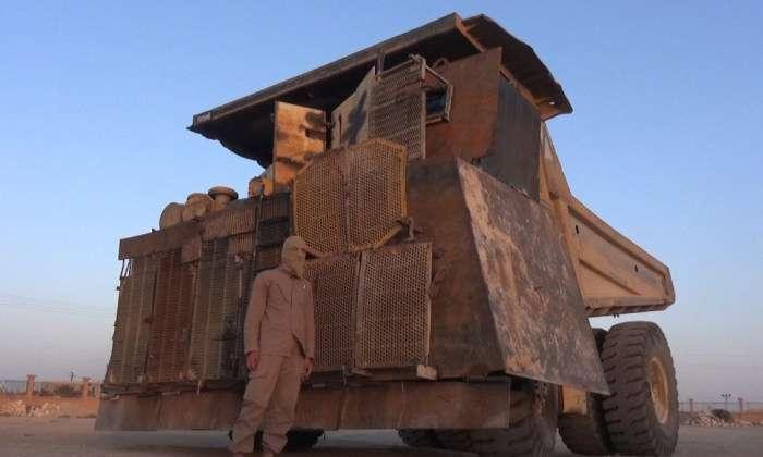 Бойовики «Ісламського держави» перетворили карєрний самоскид в величезний броньовик (3 фото)
