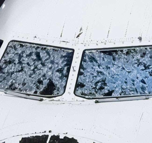 У Денвері здійснив екстрену посадку пошкоджений градом літаків (4 фото)
