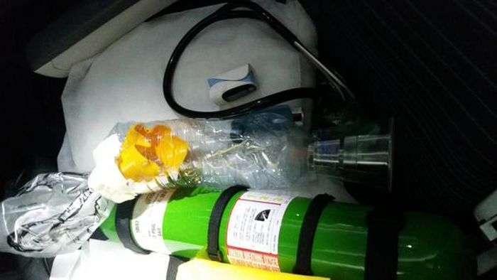 Лікар виготовив саморобний інгалятор і врятував життя дитині, яка страждає астмою (2 фото)
