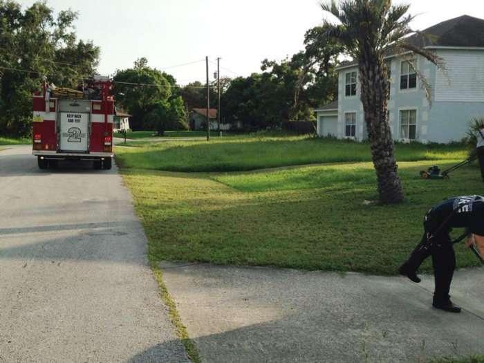 Пожежники закінчили роботу, яку розпочав літній чоловік, який переніс серцевий напад (4 фото)