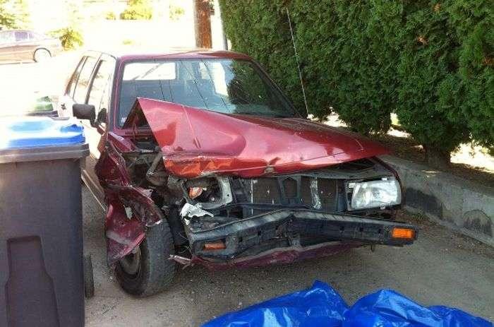 Вдарив машину і втік (3 фото)