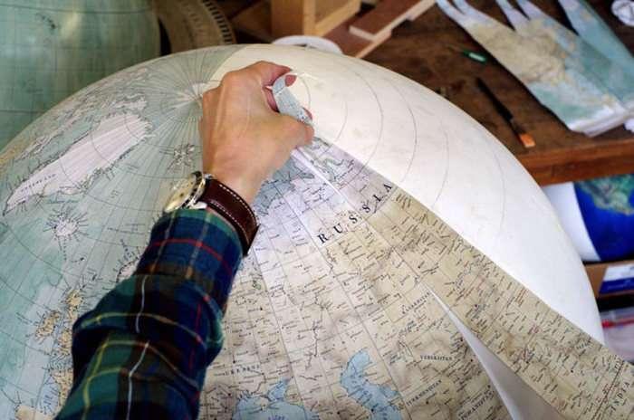 Як виробляють мальовані глобуси ручної роботи (24 фото)