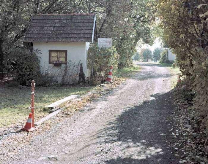 Занедбані прикордонні пункти ЄС у фотопроекті «Після Шенгену» (16 фото)