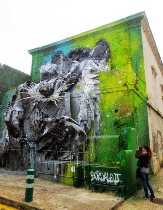 Арт-інсталяція «Великий єнот» в Лісабоні (3 фото)