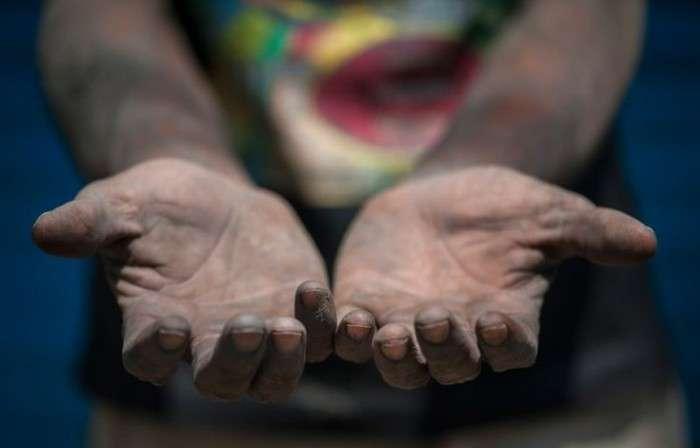 Важкі будні каналізаційних нирців в Делі (11 фото)