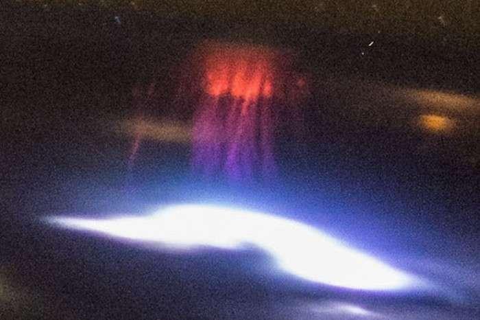 Космонавтам МКС вдалося сфотографувати червоні спрайт (3 фото)