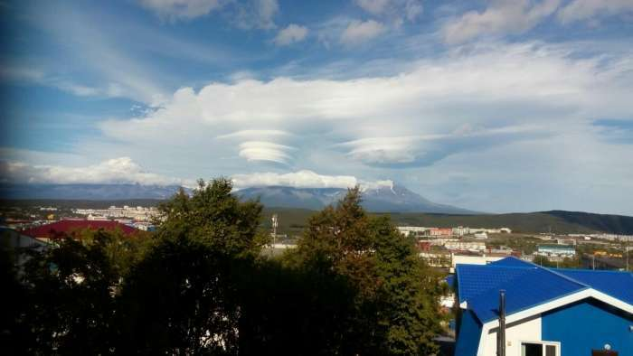 Незвичайні хмари в небі над Камчаткою (7 фото)