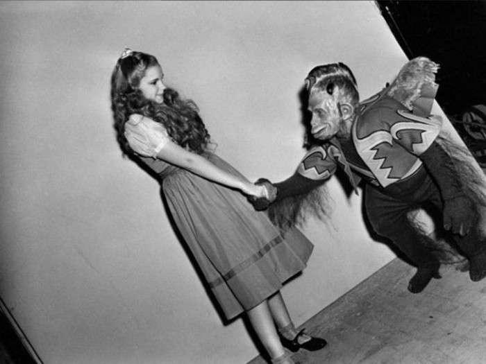 Зірки кіно під час перерви на знімальних майданчиках (60 фото)