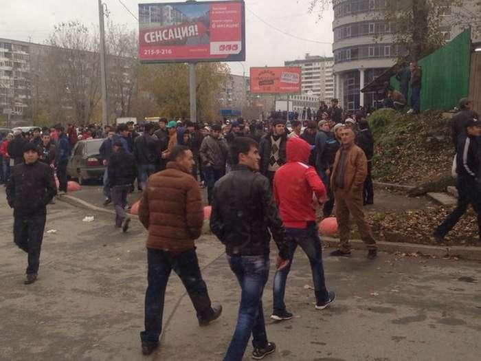Єкатеринбург став у заторах через святкування Курбан-байраму (4 фото)