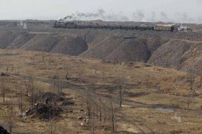 Суворий побут китайських шахтарів (18 фото)