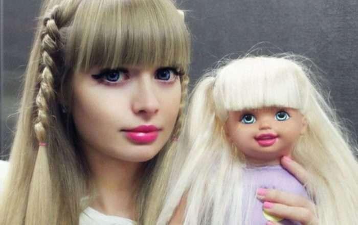 Топ-10 людей, які перетворили себе в ляльок (20 фото)