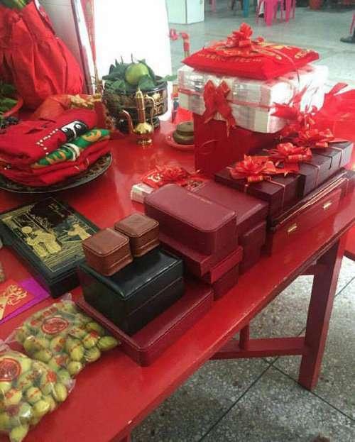 Весільні подарунки китайському юнакові (4 фото)
