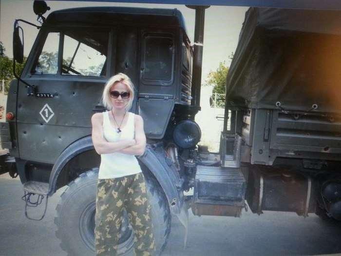 Колишня учасниця проекту «Дом-2» Наталія Хім запросила Ксенію Собчак на Донбас (23 фото)