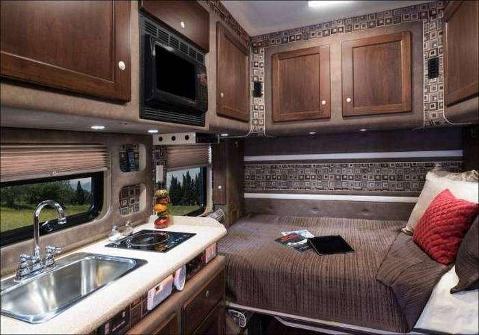 Розкішна каюта всередині вантажівки (9 фото)