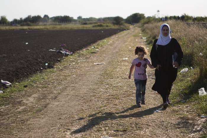 Репортаж з угорської табору для біженців (25 фото)