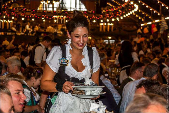 Вся правда про офіціанток Октоберфесту (20 фото)