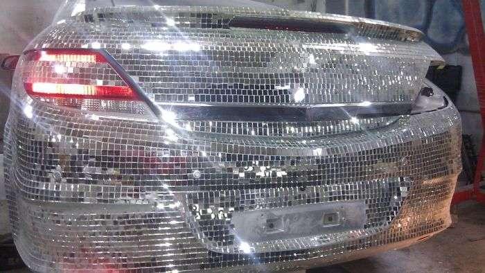 Житель ХМАО инкрустировал свій автомобіль десятками тисяч дзеркал (15 фото)
