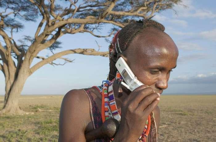 Роль сучасних технологій в житті племен (19 фото)