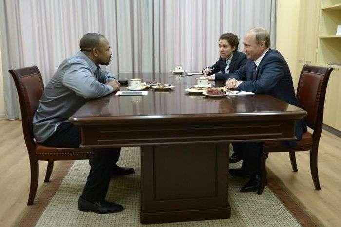 Знаменитий американський боксер Рой Джонс попросив російське громадянство у Володимира Путіна (4 фото + відео)