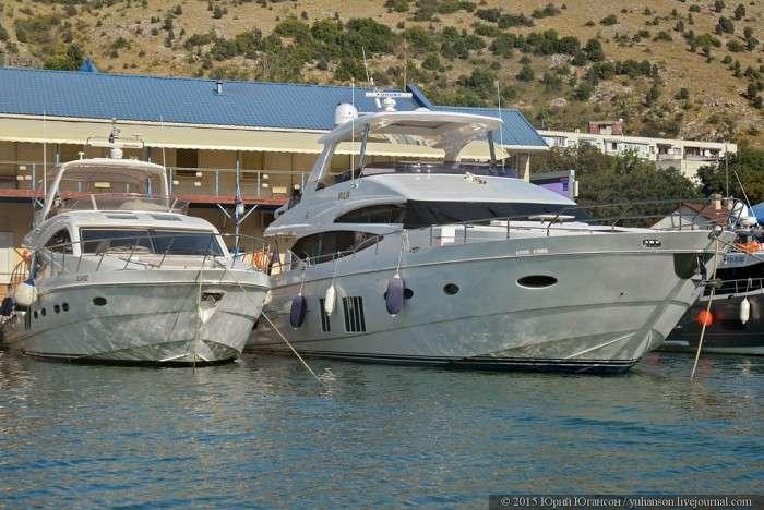 Розкішні яхти в бухтах Криму (28 фото)