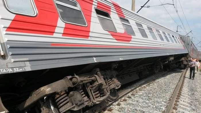 У Мордовії 4 вагони пасажирського потягу зійшли з рейок (4 фото)