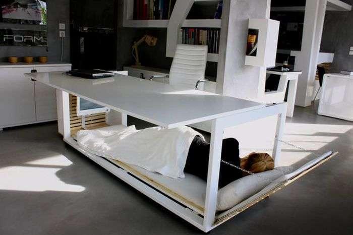 Стіл-ліжко, для тих хто любить подрімати в обід (2 фото)