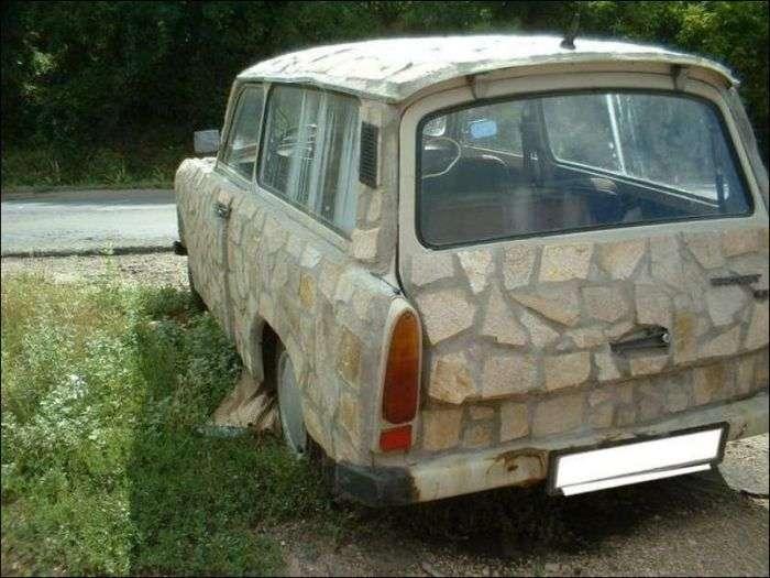 Автомобіль, облицьований піщаником (2 фото)