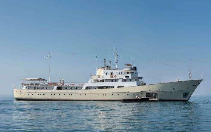 Радянський корабель-розвідник перетворили в суперроскошную яхту (11 фото)