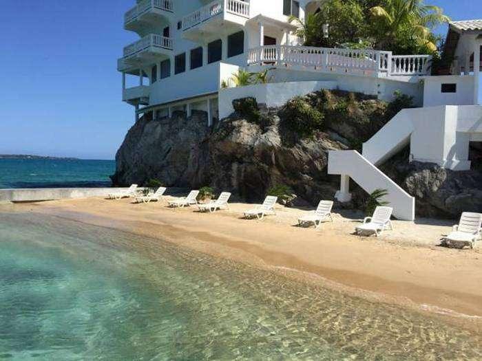 Чудовий готель на крихітному острівці (16 фото)