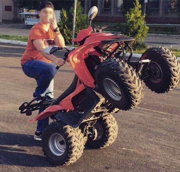 У Севастополі за їзду без прав потрапив 14-річний син гендиректора «Захід Транснафтопродукт» (3 фото)