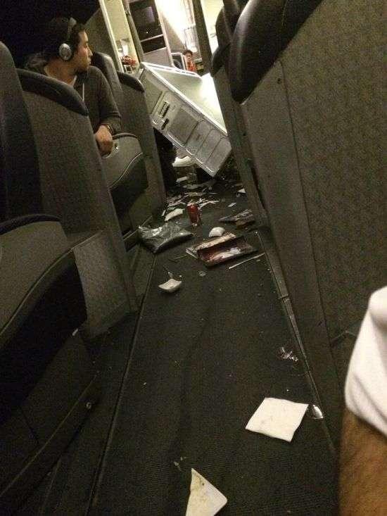 Наслідки сильної турбулентності в літаку (12 фото + відео)