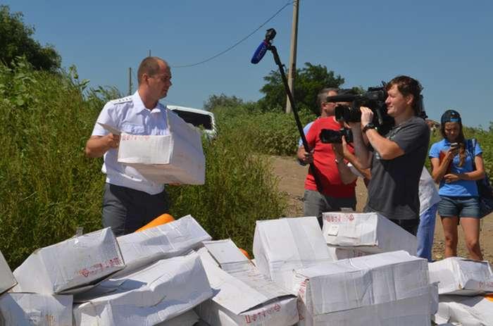 У Білгородській області знищили 10 тонн «санкційного» сиру (9 фото)