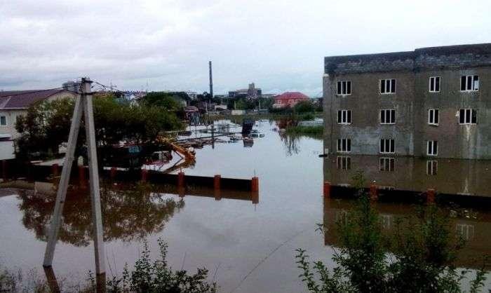 Уссурійськ і довколишні населені пункти виявилися затопленими (19 фото)